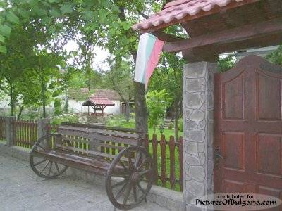 Apriltsi - Pictures Of Bulgaria