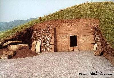 Thracian Tomb of Kazanluk - Pictures Of Bulgaria